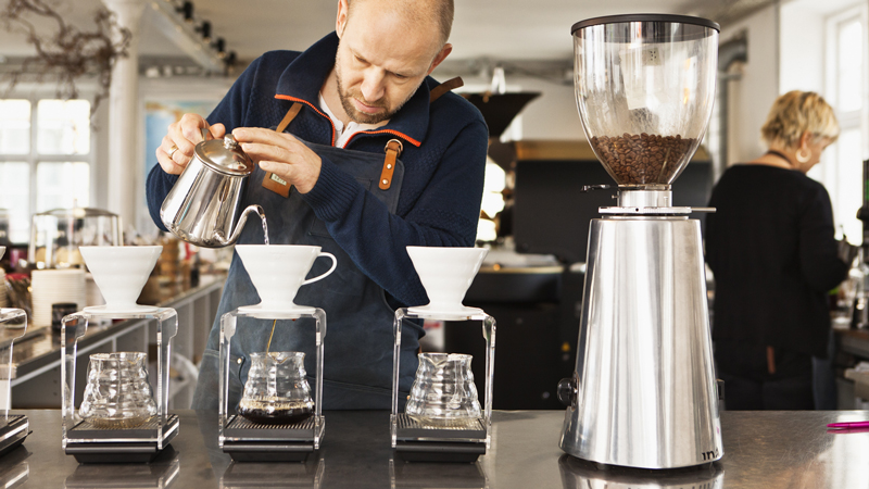 man-pour-over-800x450