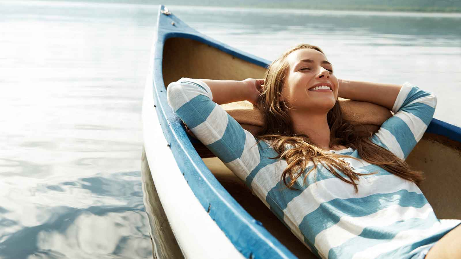 woman-relaxing-on-the-boat-1600x900