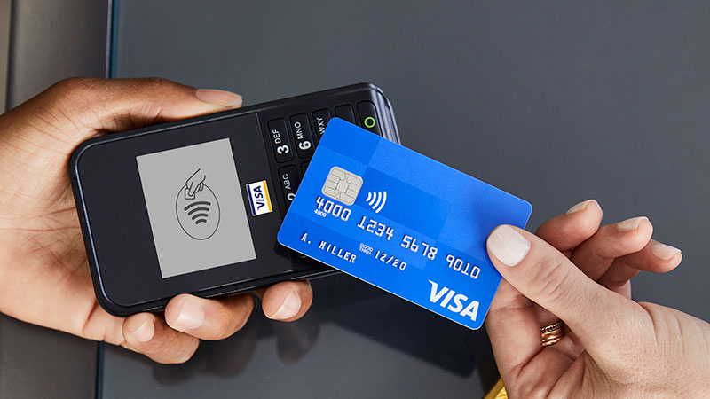scan-contactless-card-hands-800x450