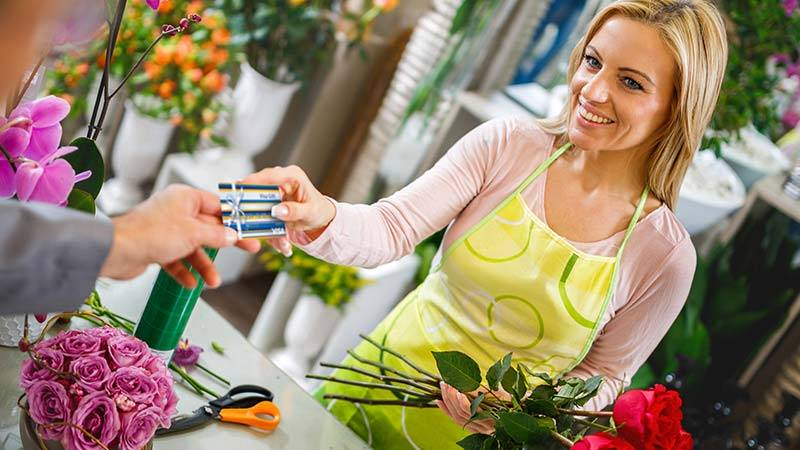 Woman in flower shop using Visa Gift Card